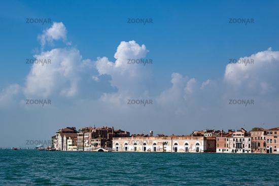Blick über den Canale della Giudecca auf Venedig, Italien