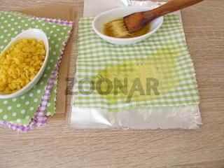 Herstellung von umweltfreundliche, plastikfreie Bienenwachstücher als Alternative zu Plastikbeuteln
