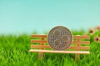 Ripple Münze auf Bank als Altersvorsorge Konzept
