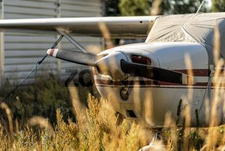Sportflugzeug auf einem Flugplatz