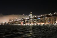 San Francisco, Oakland Brücke bei Nacht und Nebel