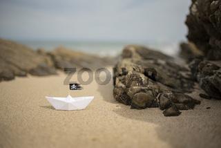 Piraten-Papierschiff am Meer | Abenteuer-Urlaub