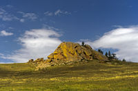 Erodierter Granithügel in der Steppe, Mongolei
