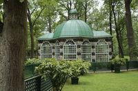 Gartenhaus im Park des Peterhofs