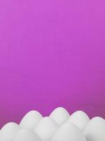 Ostern Hintergrund weiße Ostereier auf pink