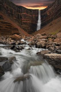Hengifoss Waterfall ISLAND (Hallormsstadur)
