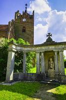 Kriegerdenkmal vor Kirche, Linum, Brandenburg, Deutschland