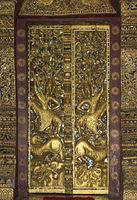 Prachtvolle Verkleidung der Eingangstür zum Tempel Wat Pa Phai, Luang Prabang, Laos