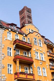 Altbau mit Turm