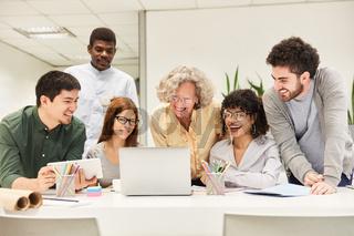 Business Start-Up Entwickler Team in einem Meeting