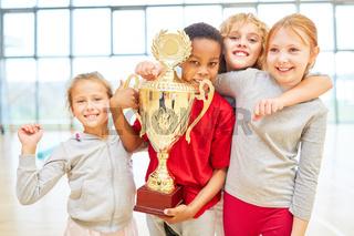 Kinder als erfolgreiches Gewinner Team