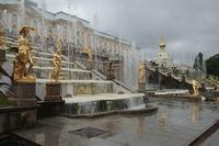 Peterhof mit Brunnen