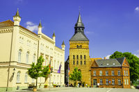 Rathaus Sternberg vor Stadtkirche, Mecklenburg-Vorpommern, Deutschland