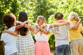 Gruppe Kinder im internationalen Kindergarten