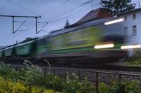 Grüner Güterzug
