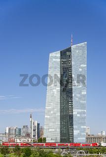 EZB mit Skyline von Frankfurt