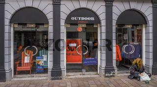 Ohne Einkommen - ein Bettler in Flensburg