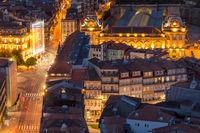 Blick vom Glockenturm der Clerigos Kirche zum Bahnhof São Bento und die Umgebung