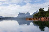 Schwimmende Bambushütten, Khao Sok Nationalpark Thailand