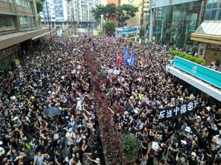 Hong Kong protest crowd against extradition law