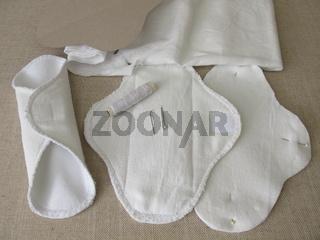 Waschbare Monatshygiene Slipeinlagen und Binden aus Stoff selber nähen