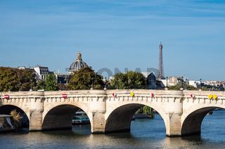 Blick auf die Brücke Pont Neuf in Paris, Frankreich