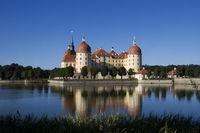 Jagdschloß Moritzburg bei blauen Himmel7