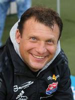 Cheftrainer Claus Schromm  (SpVgg Unterhaching) beim Punktspiel in Magdeburg am 23.11.2019