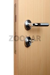 offene Tür mit Drücker