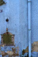 Regenrohr an Vintage Fassade