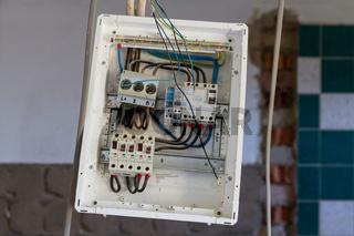 fehlerhafte Installtion elektrische Anlage Schaltkasten