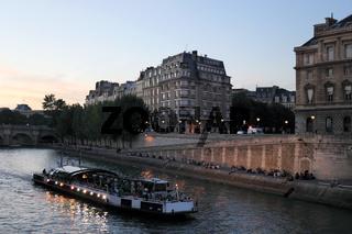 Lichterfahrt auf der Seine