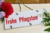 weiße Tafel Blumenstraus schöne Pfingsten Gruß