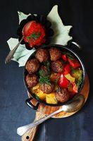 Schmorgemüse (Gurke, Paprika) mit Hackbällchen