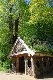Eierhuette im Jenischpark in Hamburg mit Feuchtwiesen