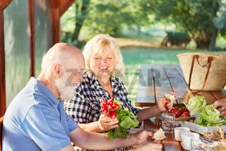 Senioren Paar beim gesunden Frühstück