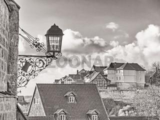 Quedlinburg, Blick auf den Münzenberg in schwarzweiß