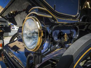 Scheinwerfer einer motorisierten Kutsche