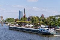 Frankfurt am Main mit Schiff und EZB