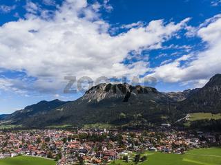 Luftaufnahme, Obermaiselstein und Sonderdorf mit Feldern und Weiden, Oberallgäu, Regierungsbezirk Schwaben, Bayern,