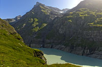 Stausee in einem engen Bergtal, Val de Bagnes, Wallis, Schweiz