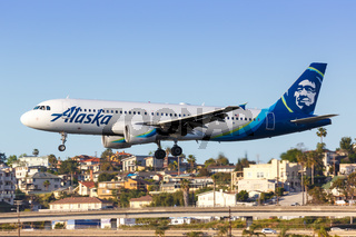 Alaska Airlines Airbus A320 airplane San Diego airport
