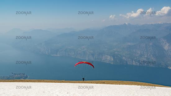Monte-Baldo   Start mit dem Gleitschirm am Gardasee