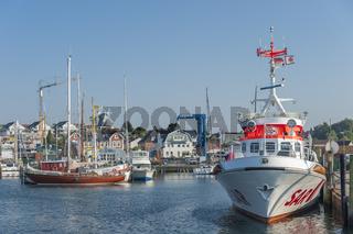 Hafen mit Seenotkreuzer SAR Search and Rescue in Laboe