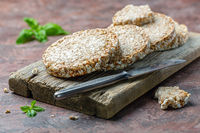 Puffed whole grain crispbread.