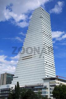 Basel, Werksgelände und Hochhaus der Pharmafirma Roche